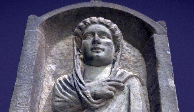 Foto: Stelă funerară din secolul III, reprezentată în format 3D
