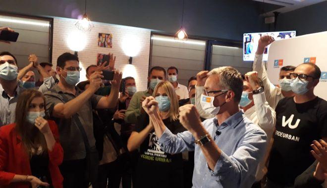 VIDEO. ALEGERI CONSTANȚA / EXIT POLL CURS-Avangarde: Surpriză de proporţii! Stelian Ion îi ia faţa lui Decebal Făgădău - stelianionsediu-1601232097.jpg