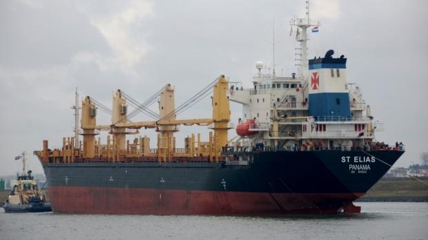 O navă cu 22 de marinari români la bord, reţinută în Franţa pentru neplata salariilor şi lipsa condiţiilor de muncă şi viaţă