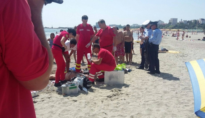 Foto: LA UN PAS DE TRAGEDIE! Doi turişti, în pericol de a se îneca, la Eforie Nord