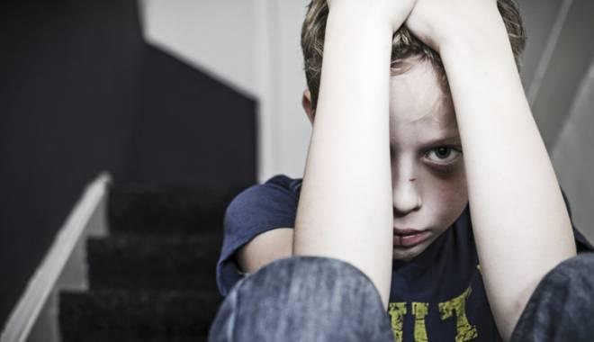 Foto: Stop violenţei asupra copiilor!