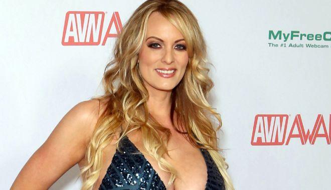 Foto: Stormy Daniels, actriţa porno  care susţine  că a făcut sex  cu Donald Trump,  a fost arestată