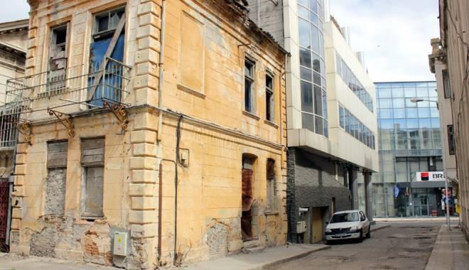 Foto: Când vor scăpa de la pieire clădirile istorice ale Constanţei