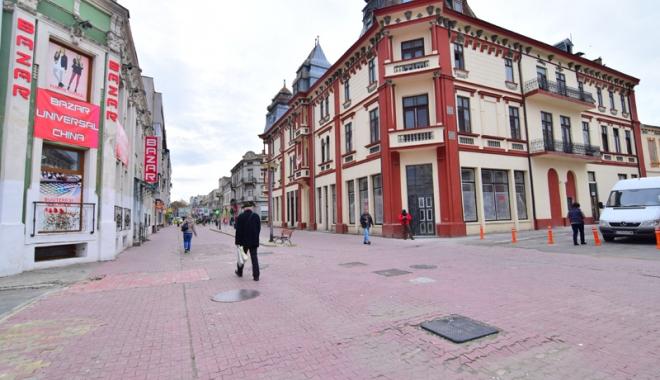 Foto: Când va renaște centrul Constanței? Strada Ștefan cel Mare zace în mizerie și indiferență
