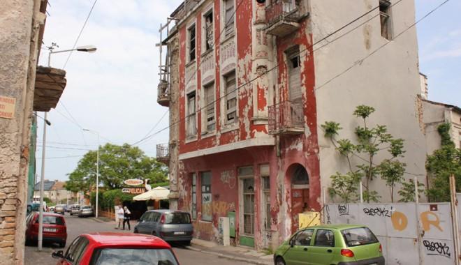 Foto: CONSTANŢA / Ruină şi nepăsare pe strada Sulmona