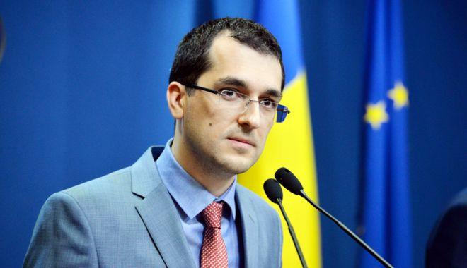 Vlad Voiculescu: Se vor strânge semnături pentru alegerea primarilor în două tururi de scrutin - strangeresemnaturivladvoiculescu-1534175096.jpg