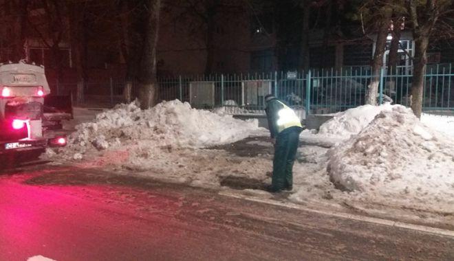 Foto: Străzile şi aleile din apropierea şcolilor şi grădiniţelor, curăţate de zăpadă