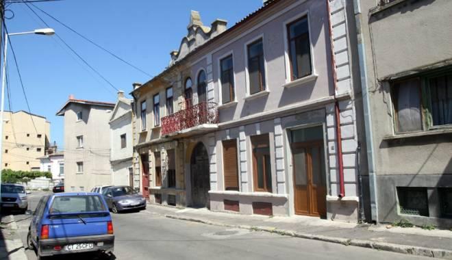 Foto: Străzile din Peninsulă intră în reparaţii