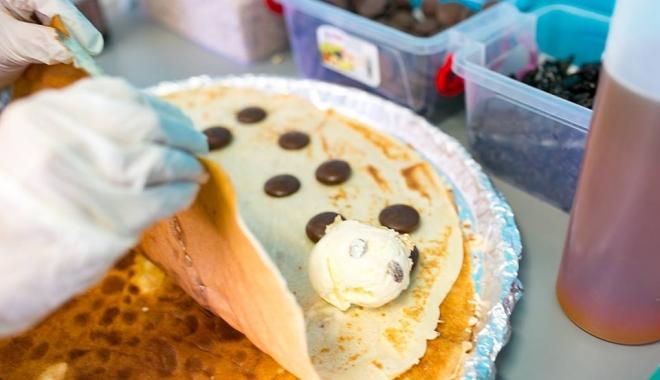 Foto: Gurmanzii îşi pot face de cap. Caravana Street-food în Mamaia