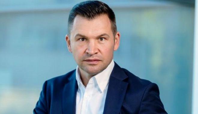 """Ionuţ Stroe: """"Relaţia dintre organizaţiile de tineret şi Guvern este stabilă"""" - stroedeclaratie-1606244899.jpg"""