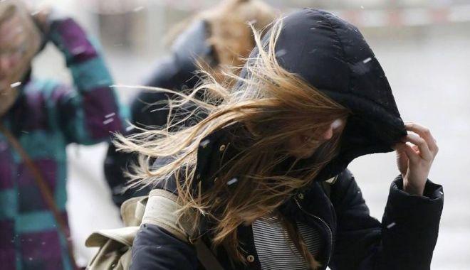 ANM avertizează: Cod galben de vânt la Constanța! - strongwindsinlondon56565898x505-1586879534.jpg