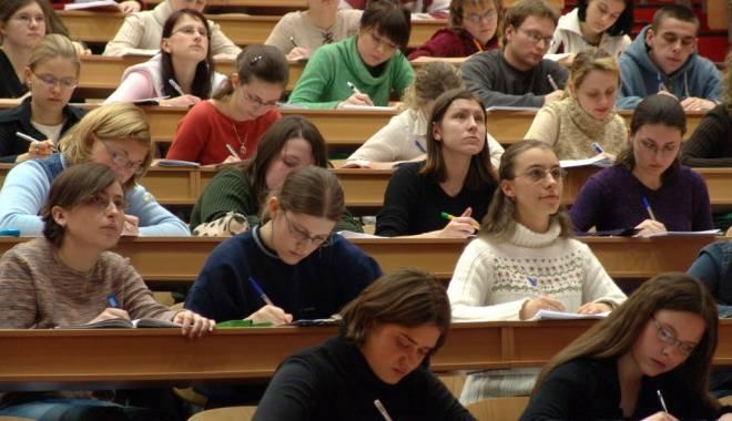 Foto: Studenţii, înapoi la cursuri