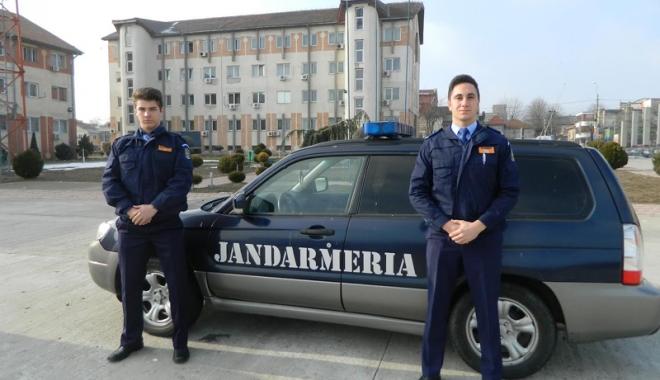 Foto: Studenţi ai Academiei de Poliţie, în practică la IJJ Constanţa