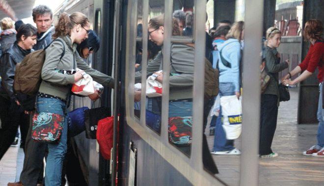 Ministerul Transporturilor a pus în dezbatere publică proiectul prin care acordă studenților reducerea de 50% la biletele de tren - studenti-1614758058.jpg