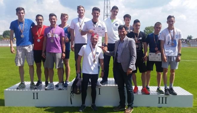 """Foto: Studenţii de la """"Ovidius"""", campioni naţionali la atletism"""