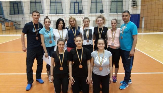 """Foto: Studenţii-sportivi de la """"Ovidius"""", medaliaţi în competiţiile universitare"""