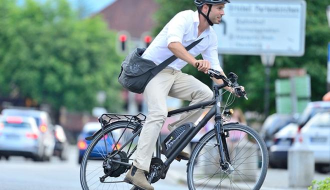 """Foto: Studenţii  de la """"Ovidius""""  vor promova bicicletele electrice"""