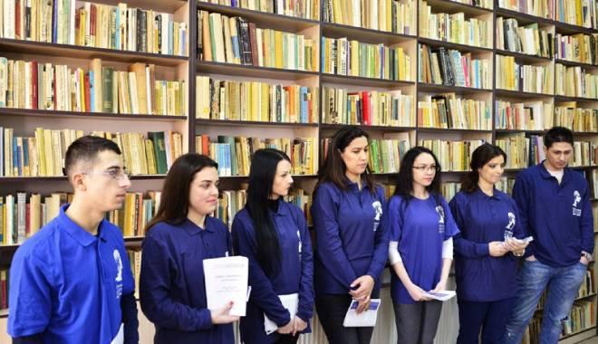 Foto: Studenţii ovidieni promovează oferta educaţională