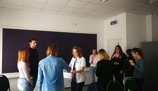 """Foto: Studenții masteranzi au vizitat Fundația """"Baylor Marea Neagră"""". Care este motivul"""
