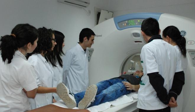 Foto: GEST INCREDIBIL. Studenţii străini de la Medicină doteză spitalele