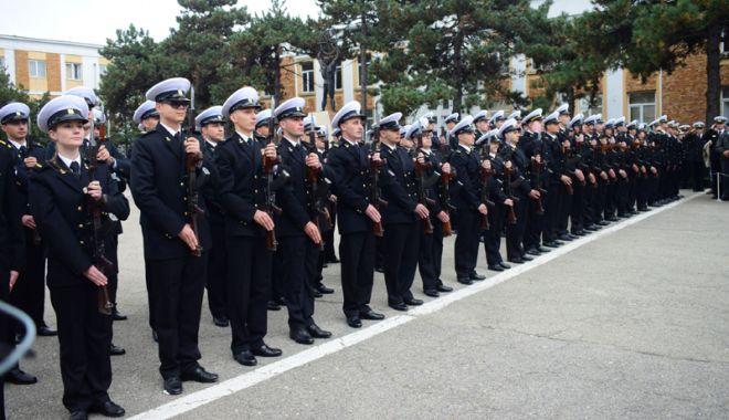Foto: Studenții de la Academia Navală și elevii Școlii Militare de Maiștri depun jurământul militar
