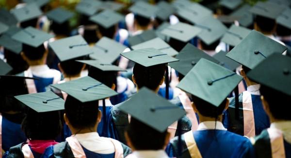 Adio facultăți gratuite! Ce intenții are UE - studentsuniversitygraduation600x-1420468342.jpg