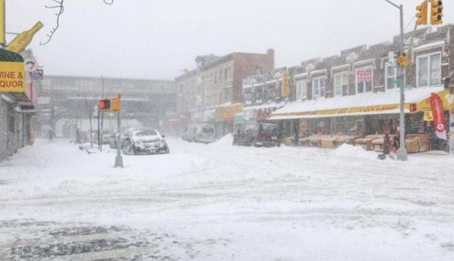 Foto: IARNĂ ÎN TOATĂ REGULA! O furtună neobişnuită de zăpadă a provocat haos pe autostrăzi