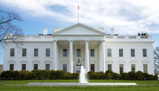 Foto: SUA: Casa Albă vrea să-i ajute pe angajații școlilor să se instruiască în folosirea armelor