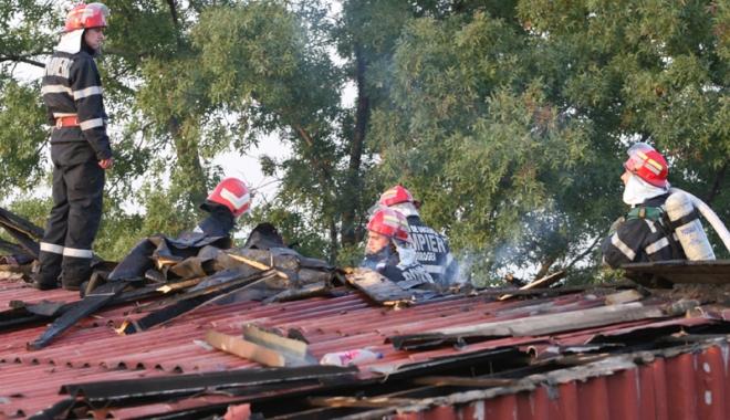 Foto: Sub asediul fl�c�rilor. Incendii pe band� rulant�, la Constan�a