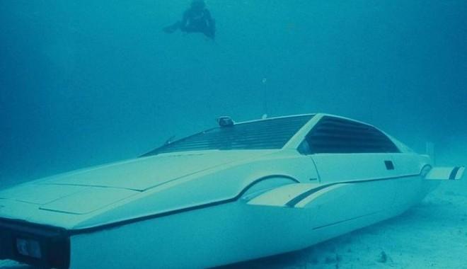 """Foto: """"Maşina-submarin"""" a lui """"James Bond"""" este de vânzare"""
