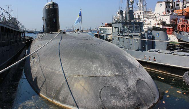 Submarine de la greci sau cai verzi pe pereţi?