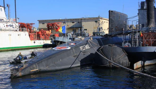 """Foto: Aşa să fie? 3 submarine pentru Forţele Navele! Dar, timp de 22 de ani, nu s-au găsit bani pentru bateriile """"Delfinului""""..."""