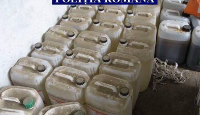 Foto: Substanţe toxice, confiscate  de poliţişti şi Garda de Mediu