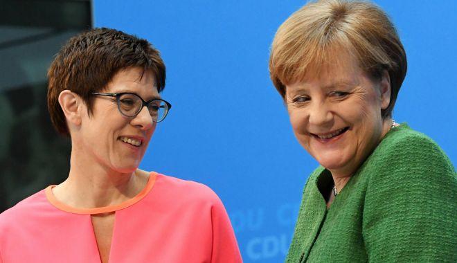 Foto: Succesoarea Angelei Merkel nu va candida la funcţia de cancelar înainte de 2021
