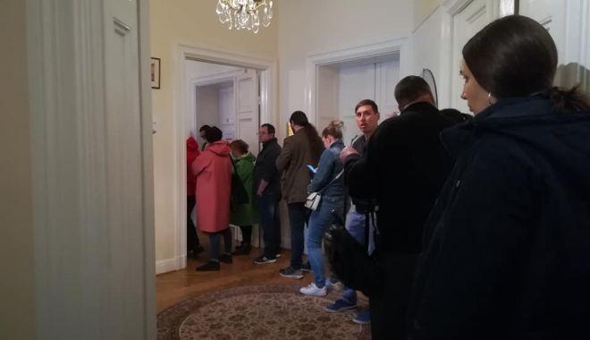 Foto: IMAGINEA ZILEI DIN SUEDIA / Românii, cu sutele să-şi exercite votul