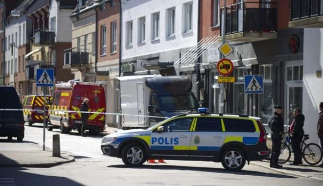 Operațiune de amploare în Stockholm, după ce șoferul unui camion a lovit mai multe vehicule - suedia1024x681-1497345869.jpg
