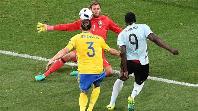 Galerie foto. Ultimul meci pentru Zlatan Ibrahimovic în tricoul Suediei - suedia2-1466666824.jpg