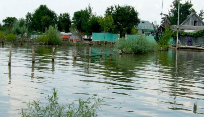 Foto: Dunărea a inundat faleza din Sulina. Cod portocaliu de inundaţii