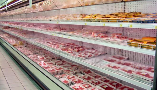 Foto: Goana dup� carne stricat�. Toate hipermarketurile din Constan�a, verificate la s�nge