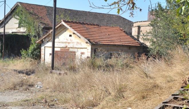 Foto: Supraimpozitare pentru clădirile neîngrijite. Cine apare pe lista ruşinii, la Constanţa