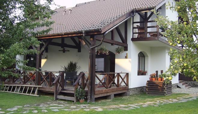 Cum vor constănţenii să pună mâna pe case la munte ori în Capitală - sus-1358529401.jpg