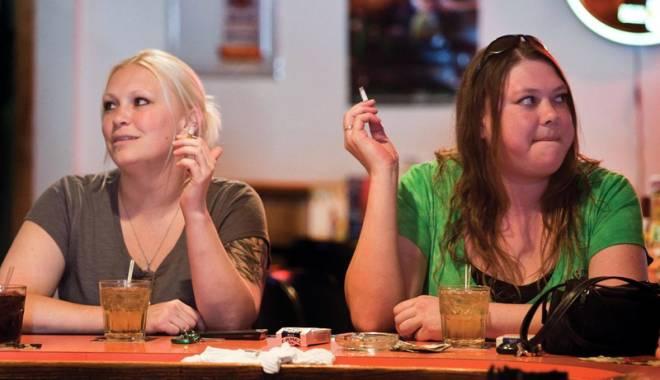 Foto: Ascundeţi ţigările, intră în vigoare legea antifumat! Cine va porni vânătoarea de tutungii?