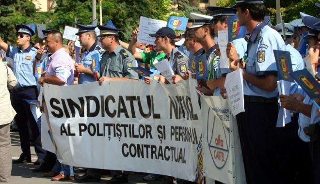 """Foto: """"Lupte grele"""" pentru Statutul poliţiştilor. Negocieri blocate prin tribunal, de """"servicii secrete"""""""