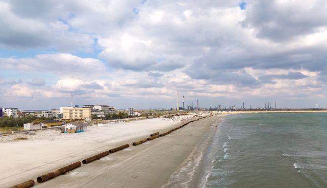Renasc plajele. Lucrări de înnisipare şi diguri noi, pe litoral - sus-1601829995.jpg