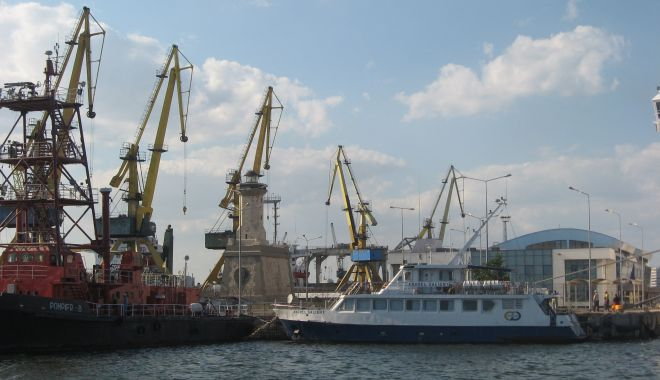 Viitorul bate la ușă! Portul Constanța îl va primi cu noi investiții majore! (II) - sus-1602093639.jpg