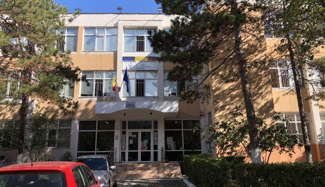 """Surprize la Liceul """"George Călinescu"""". Cinci profesori, propuşi pentru funcţia de director - sus-1604601894.jpg"""
