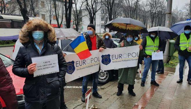 """Polițiștii din Constanța protestează în stradă. """"Vrem salarii corecte!"""" - sus-1610997533.jpg"""