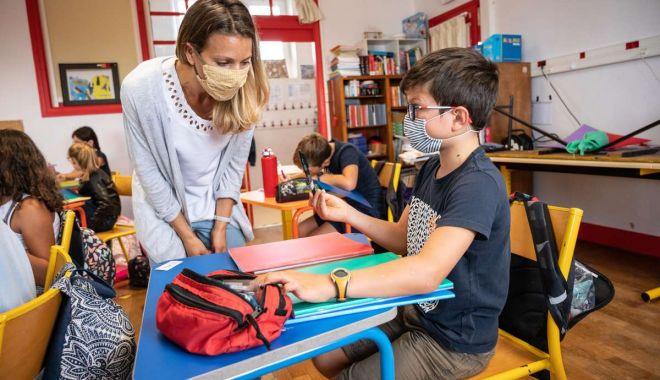"""Din nou la şcoală! """"Copiii vor fi testaţi doar în prezenţa părinţilor!"""" - sus-1612710249.jpg"""
