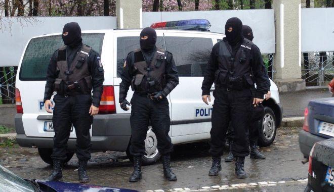 Fără coborâri în rapel pentru polițiști! Intervențiile în forță, permise doar pe scări! - sus-1616696773.jpg