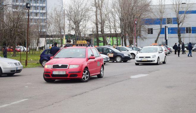 """Examenele pentru obținerea permiselor auto se susțin cu """"viteza melcului""""! - sus-1617546530.jpg"""